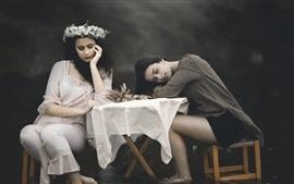 壁紙のプレビュー 2人の女の子、テーブル、椅子、水