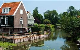 Villa, río, árboles