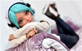 Garota de cabelo azul, boneca, fones de ouvido