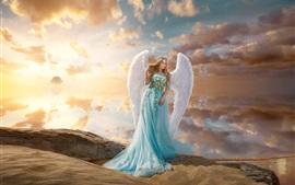 Garota de saia azul, anjo, asas, coroa, praia