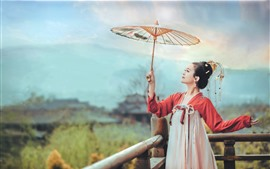Menina do traje antigo chinês, guarda-chuva