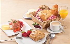 Delicioso café da manhã, pão, morango, suco
