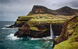 Ilhas Faroe, cachoeiras, mar, penhasco, aldeia