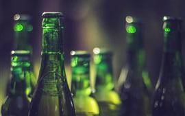 Зеленые бутылки, напитки, боке