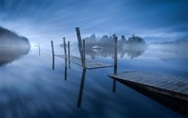 Aperçu fond d'écran Lac, jetée, bateaux, brouillard, matin