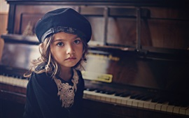 Preview wallpaper Little girl look at you, piano