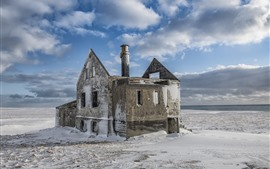 Casa vieja, nieve, invierno