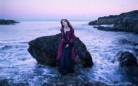 Garota de estilo retro, mar, costa