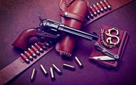 Револьвер, пули, нож, оружие