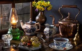 壁紙のプレビュー 静物、紅茶、ケトル、カップ、水仙、カップケーキ、ランプ、窓