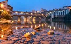 Cidade, ponte, água limpa, pedras, luzes, noite