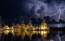 Yachts, quai, éclair, nuit