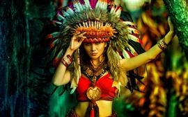 Menina asiática, estilo Índia, penas, decoração