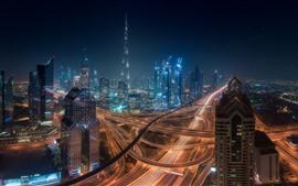 Красивый Дубай, городская ночь, небоскребы, шоссе, огни