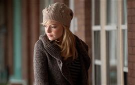 Chica rubia, sombrero, suéter