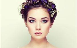 Chica de ojos azules, moda, peinado