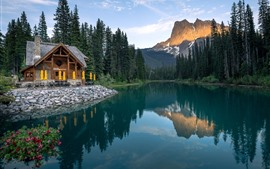 Preview wallpaper Canada, Emerald Lake, trees, mountains, house