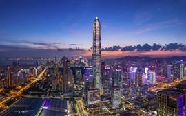 Китайский город, ночная точка зрения, небоскреб