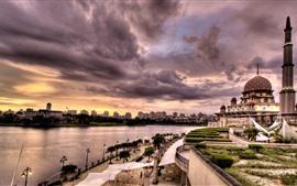 Cidade, mesquita, rio, nuvens, crepúsculo