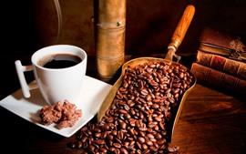Granos de café, taza, café, libros