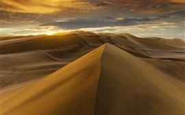 Désert, dunes, nuages, coucher de soleil