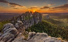 Alemania, Suiza sajona, montañas, árboles, nubes, puesta del sol