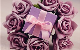 Preview wallpaper Gift, purple roses
