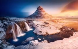 Islândia, montanha Kirkjufell, cachoeiras, montanha, neve, inverno