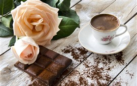 Светло-розовая роза, шоколад, кофе