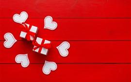 Corazones de amor, regalo, fondo rojo