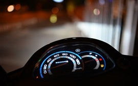 Placa de velocidade de motocicleta, luzes, noite