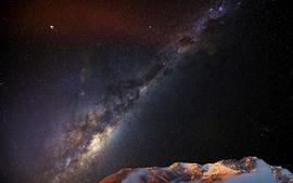 Montanhas, céu, estrelas, linda noite