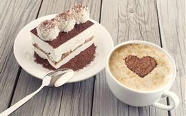 Una pieza de pastel, cacao, café