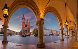 Polonia, Cracovia, Iglesia de Santa María, atardecer, luces