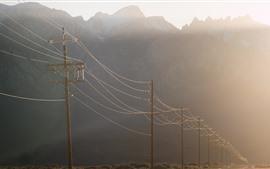Linhas de energia, manhã, estrada, nevoeiro