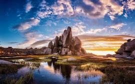 Rocas, hierba, agua, nubes, puesta de sol