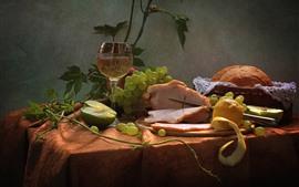 Ainda vida, carne, uvas, copo, vinho, pão, comida