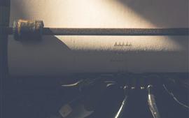 Máquina de escribir, papel, luz