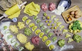 Bolinhos de legumes, macarrão, comida