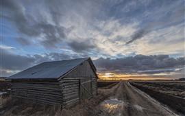 壁紙のプレビュー 木の家、道路、雲、日没