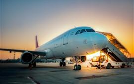 Aeroporto, avião, nascer do sol