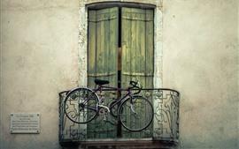 Велосипед, балкон, дверь