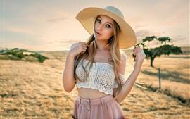 Aperçu fond d'écran Fille blonde, été, chapeau, en plein air