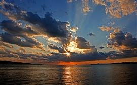 Aperçu fond d'écran Nuages, mer, coucher de soleil, rayons de soleil