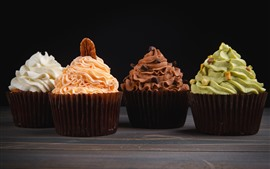 Deliciosos cuatro tipos de cupcakes, crema.