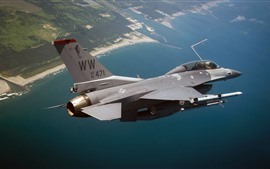 F-16 Fighting Falcon lutador, mar, céu