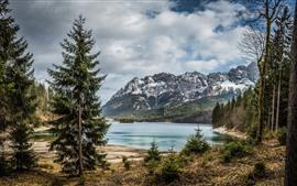 Lago, montañas, árboles, paisaje natural.