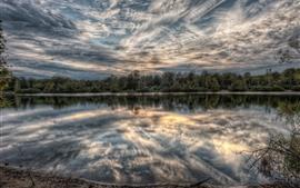 Озеро, деревья, облака, сумерки, отражение воды