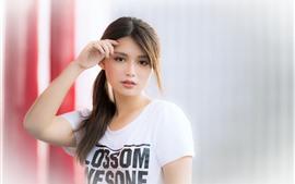 Linda menina asiática, camisa