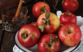 Algumas maçãs vermelhas, frutas, vida ainda